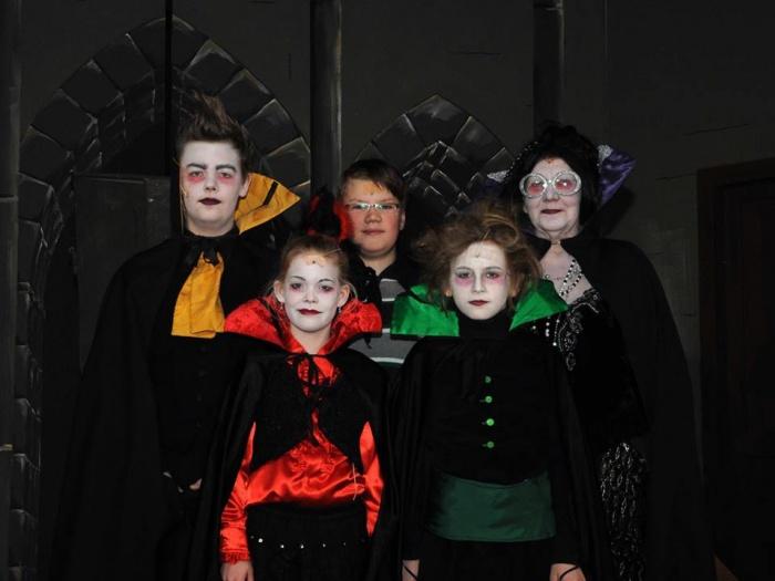 Familienfoto-Kleiner-vampir