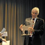 Abschied-in-den-Ruhestand-Auszeichnung-des-Schulleiters-vom-Gymnasium-Nepomuceum-mit-einem-Bambi_image_630_420f_wn
