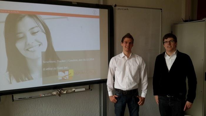 Andre Thesker und Sven Terschluse aus der Entwicklungsabteilung von d.velop.